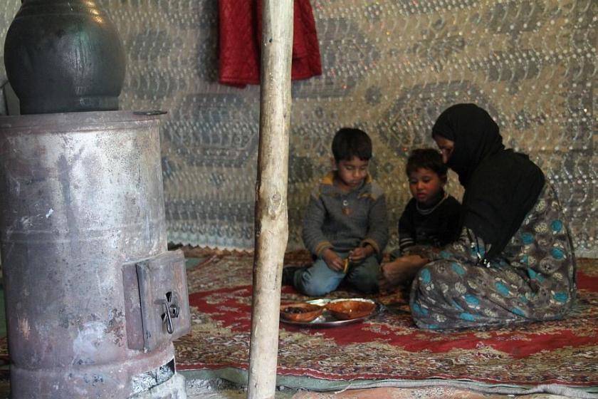 Çadırda yaşam mücadelesi veriyorlar