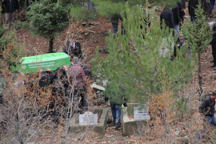 'Çocuklarımıza mezar olan yurttan başka seçeneğimiz yoktu'