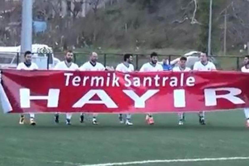 Amasraspor oyuncularından 'Termik santrale hayır!' pankartı