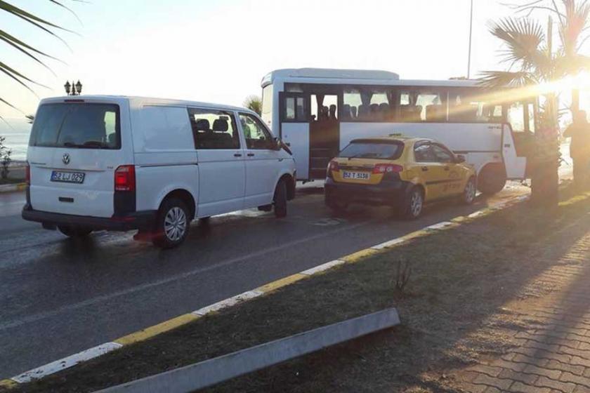 Buzlanan yolda zincirleme kaza : 9 yaralı