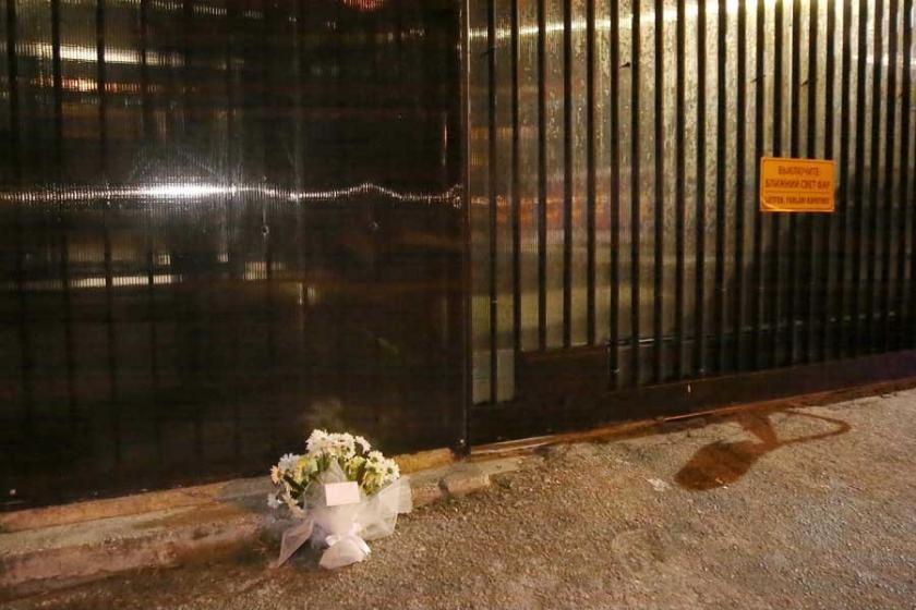 Rusya Büyükelçiliği önüne bir demet çiçek bırakıldı