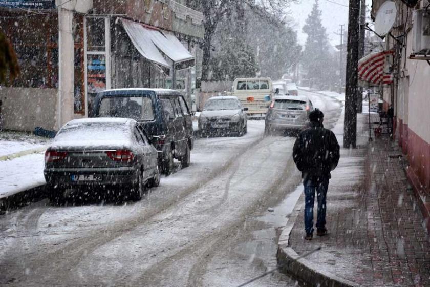 Yenice'de kar yağışı nedeniyle taşımalı eğitime ara verildi