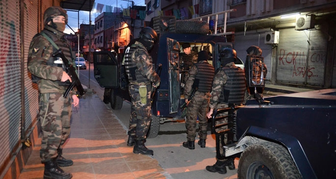 Adana'da uyuşturucu çetelerine operasyon