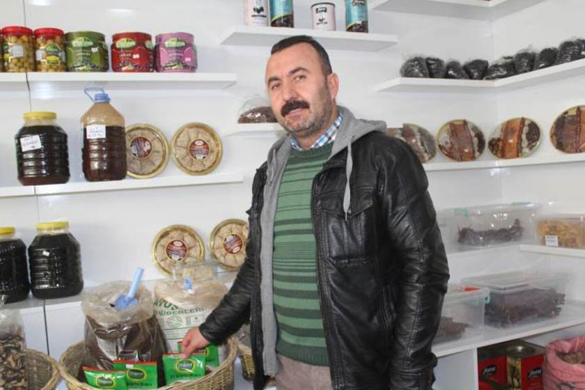 İhraç edilen öğretmenler köy ürünleri satıyor
