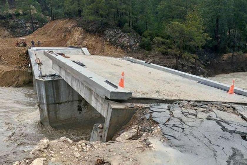 Denizli'de köprü çöktü, yolda toprak kayması oldu
