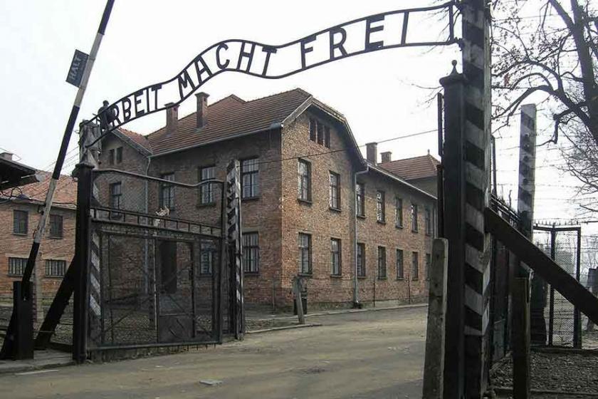 Auschwitz'le alay eden Neonazi'ye hapis cezası