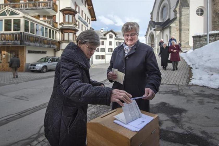 İsviçre halkı emeklilik yaşının yükseltilmesine 'hayır' dedi