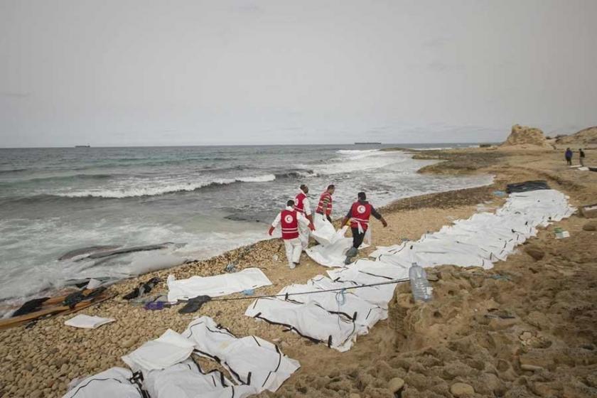 Libya açıklarında batan teknede 90 mülteci boğulmuş olabilir