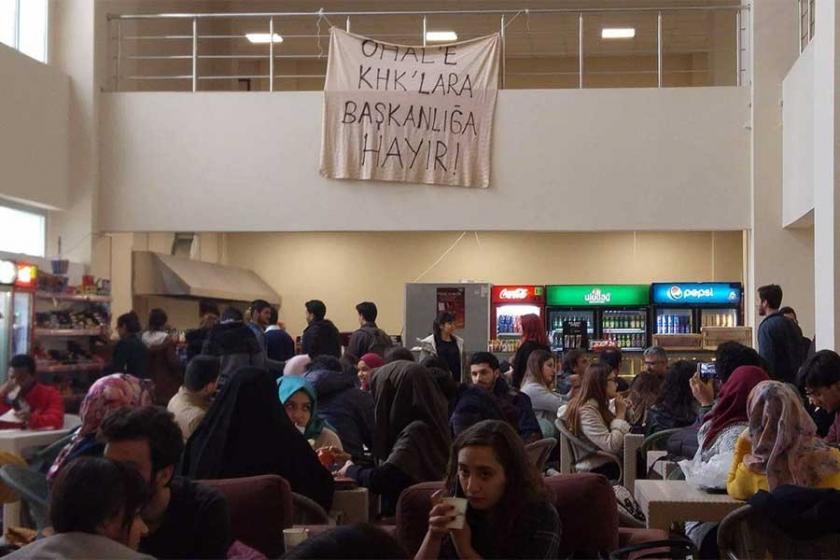Katip Çelebi Üniversitesinde 'Hayır' pankartı