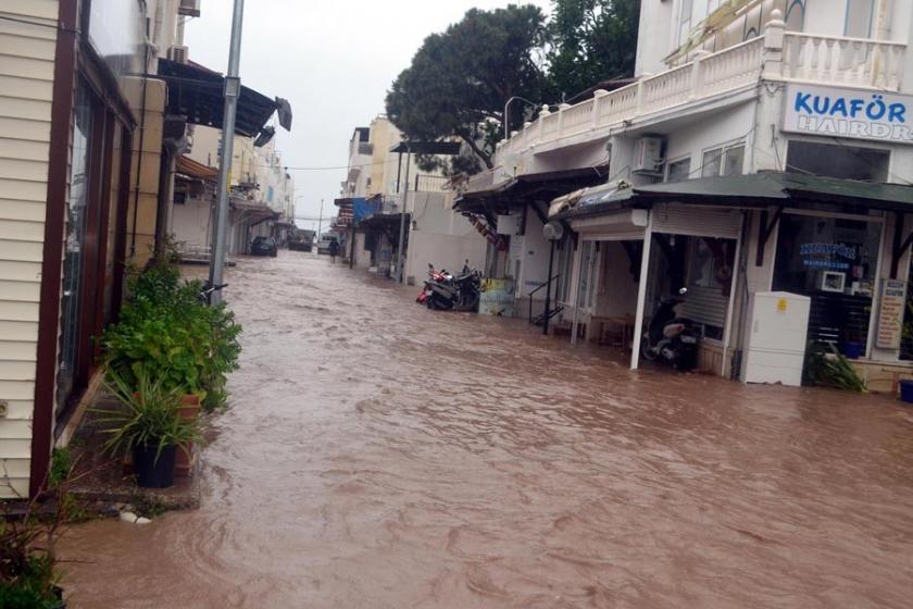 Bodrum'da şiddetli yağış su baskınlarına neden oldu