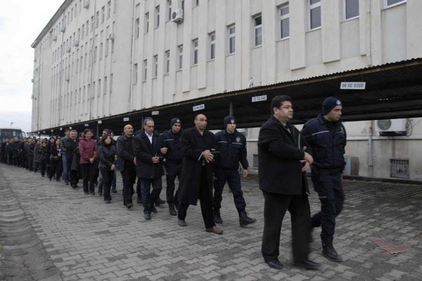 """Cumhurbaşkanlığı, """"KCK davası""""na """"kumpas"""" dedi, davalar ise sürüyor"""