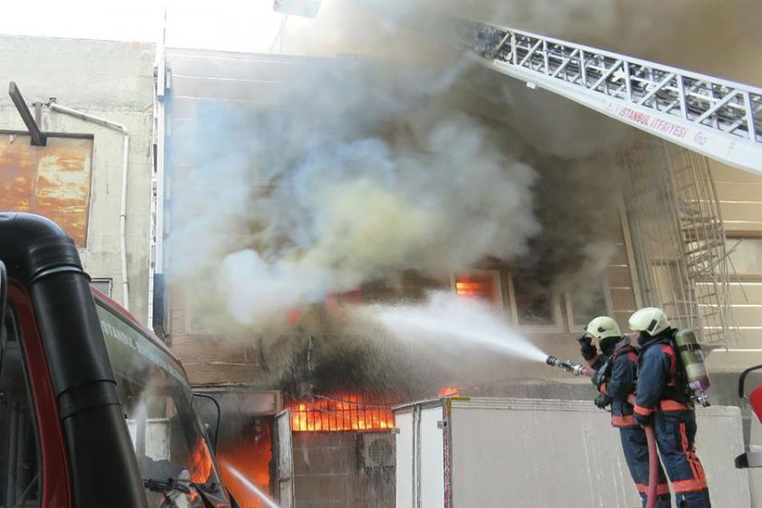 Güneşli'de yangın: 2 katlı bina küle döndü