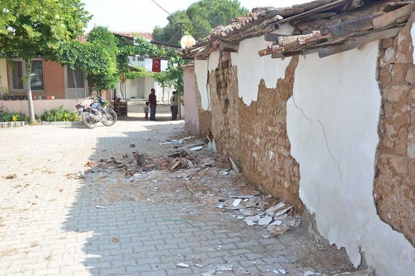 Manisa'da deprem korkuttu, halk geceyi çadırlarda geçirdi