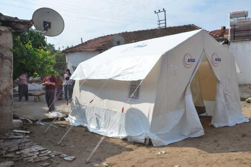 Manisa'da deprem bölgesindekiler geceyi yine çadırda geçirdi
