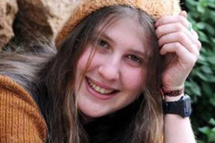 'Kırmızı fularlı kız' Karacagil, Rakka'da yaşamını yitirdi