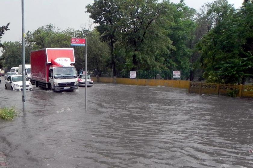 Lüleburgaz'da sokaklar göle döndü