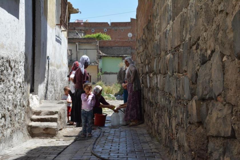 Elektrik ve su kesintileri en çok kadınları mağdur ediyor