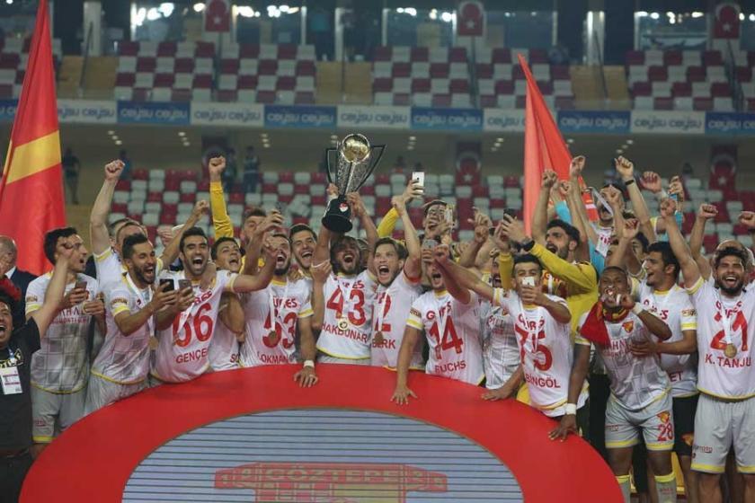 Göztepe 14 yıl aradan sonra penaltılarla Süper Lig'de