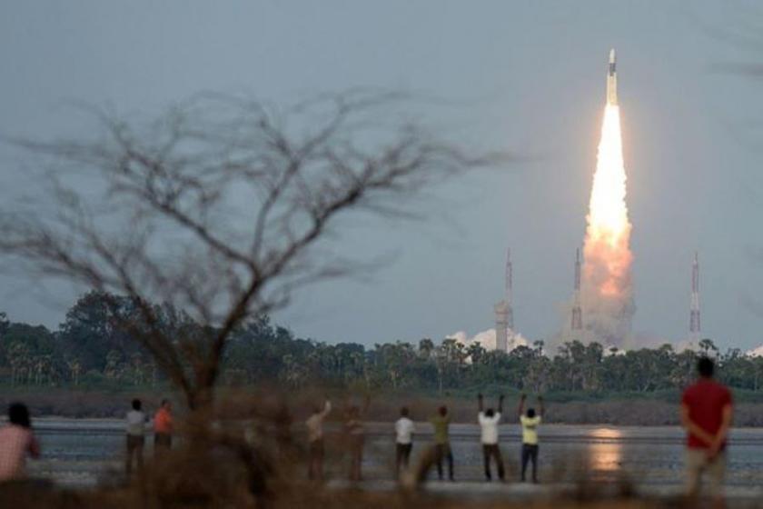 Hindistan, uzaya 200 fil ağırlığında roket gönderdi