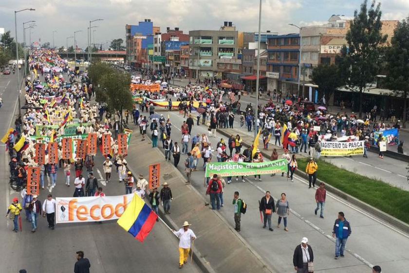 Kolombiya'da öğretmenler 26 gündür grevde