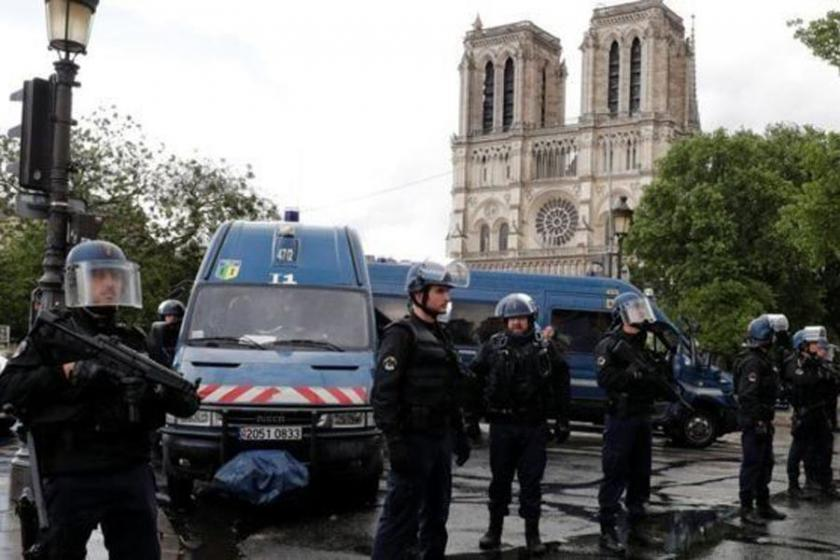 Paris polisi 'bir saldırganın vurulduğunu' açıkladı