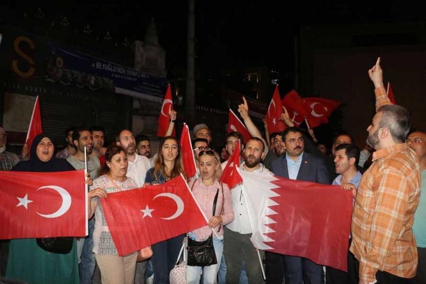 Beyoğlu'da Katar'a destek eylemi