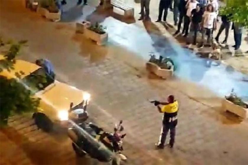 Polis, 'Dur' ihtarına uymayan sürücüye silah çekti