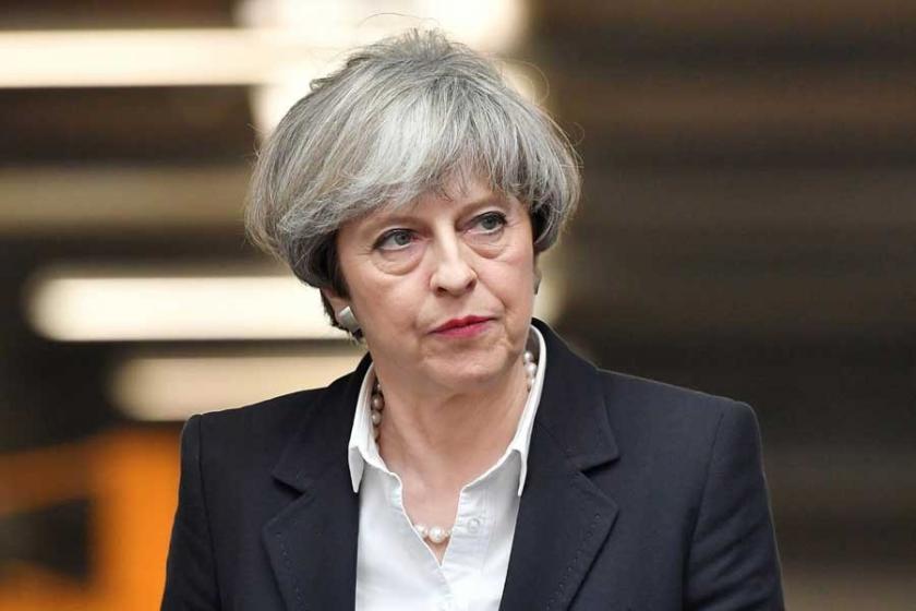 Guardian: Başbakan May özür dileyerek zaman kazanıyor