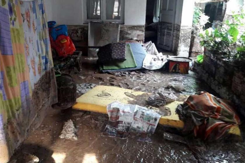 Kırkağaç'ta sağanak yağmur ve dolu zarar verdi