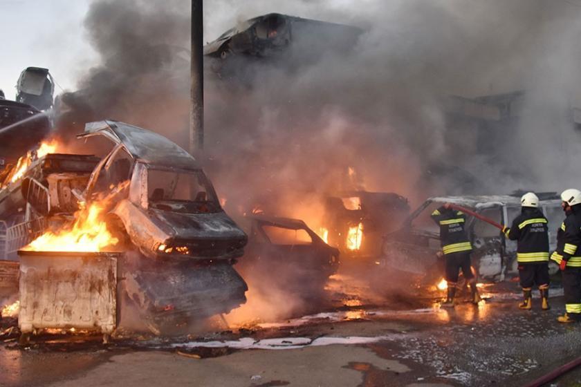 Depoda çıkan yangında 10 araç küle döndü