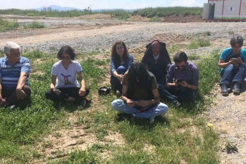 Gülmen ve Özakça'nın bulunduğu cezaevi önünde oturma eylemi