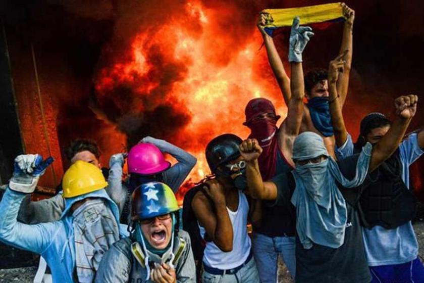 Venezuela'da muhalifler Yüksek Mahkeme binasını ateşe verdi
