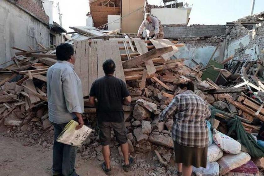 Midilli'de 254 ev ve işyeri depremde zarar gördü