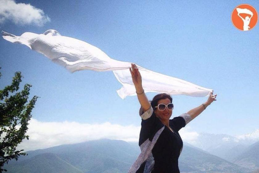 İranlı kadınlardan başörtüsü zorunluluğuna karşı kampanya