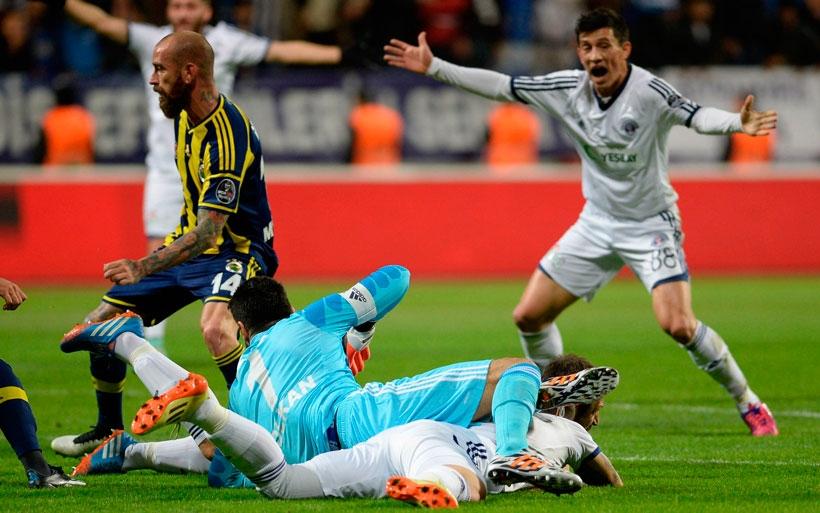 Fenerbahçe attığı 3 golle liderliğini devam ettirdi