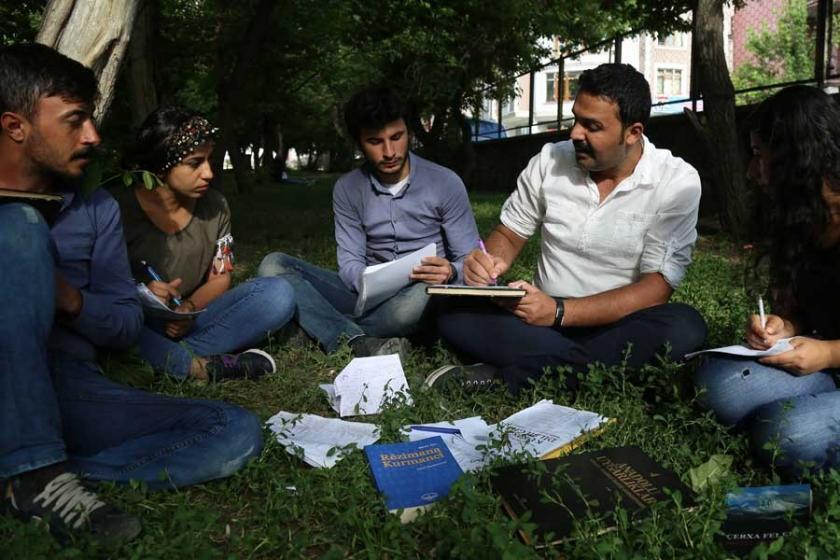 Kayyımın engellediği Kürtçe eğitim artık her yerde