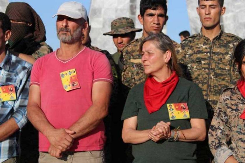 Gözaltına alınan kırmızı fularlı kızın ailesi serbest