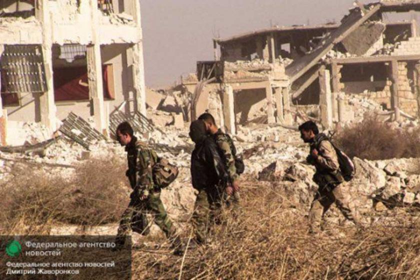 Suriye ordusu, Rakka'da stratejik kasabayı ele geçirdi
