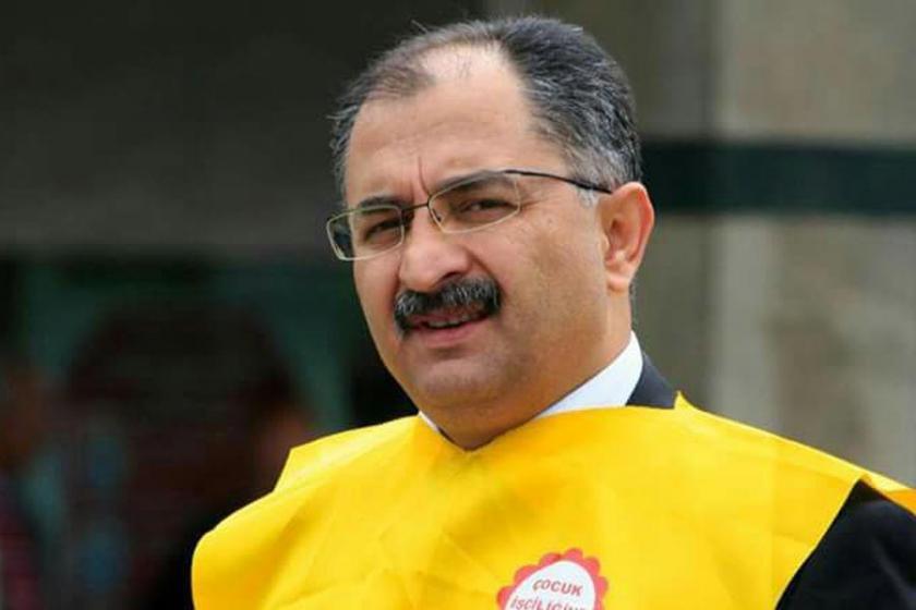 AKP ilçe başkanı şikayet etti, Milli Eğitim sürdü
