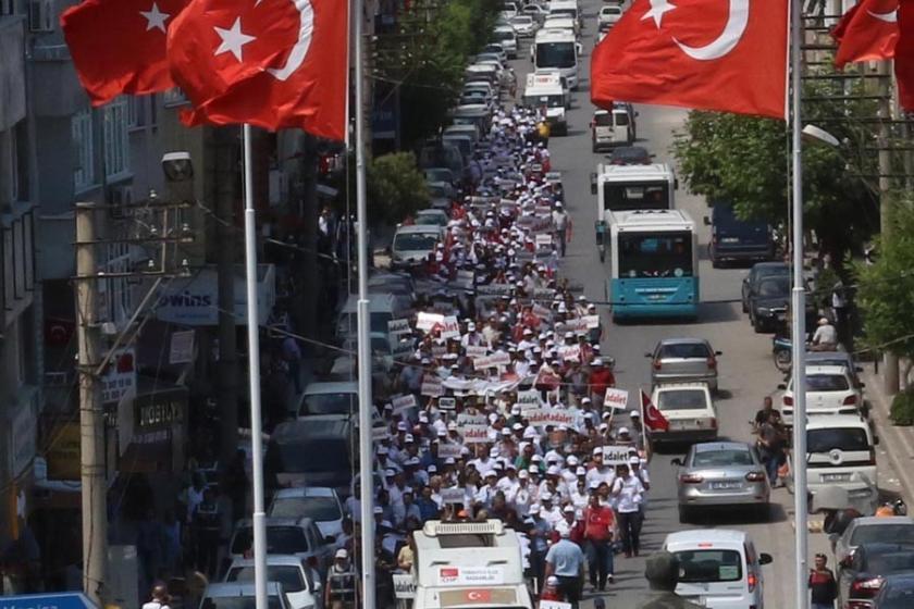 İzmir'den başlatılan Adalet Yürüyüşü Akhisar'da sürdü