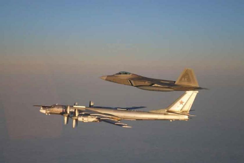 ABD ile Rusya uçakları bir kez daha karşı karşıya geldi