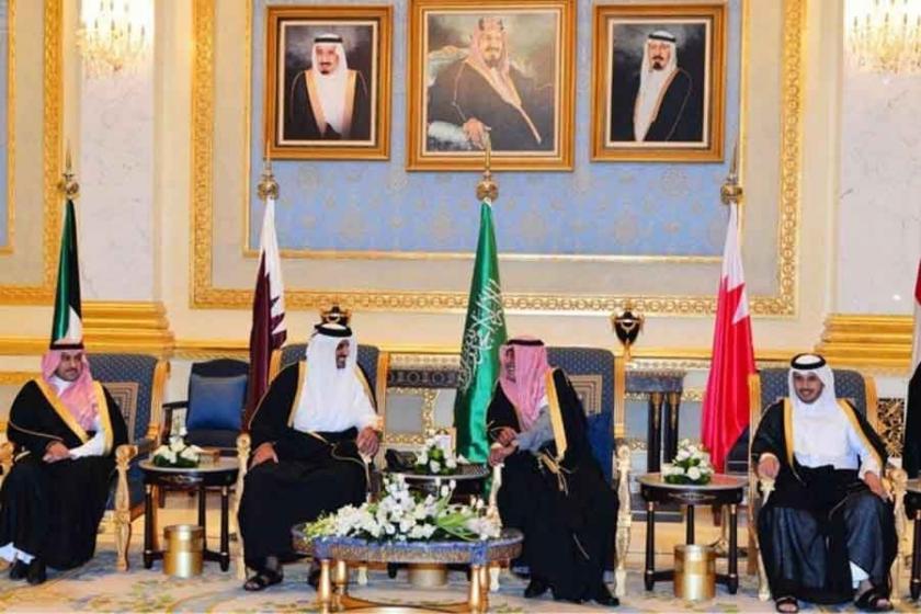 Suudi Arabistan ve Mısır'dan Katar'a mesaj