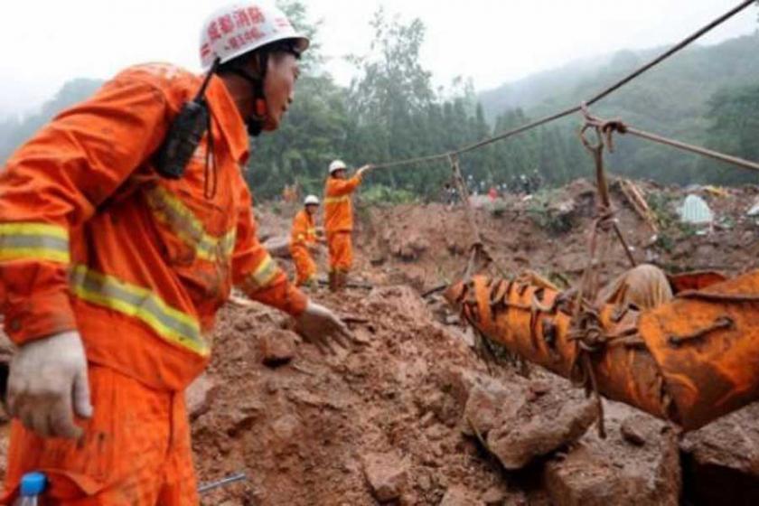 Çin'de toprak kayması: 46 ev ve 141 kişi toprak altında
