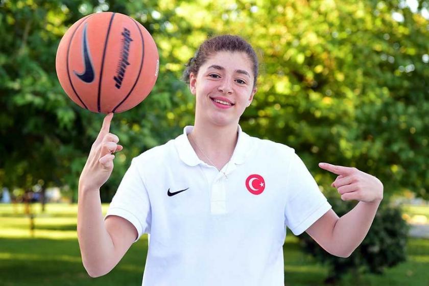 İşitme engelliler kadın basketbol takımı olimpiyatlarda