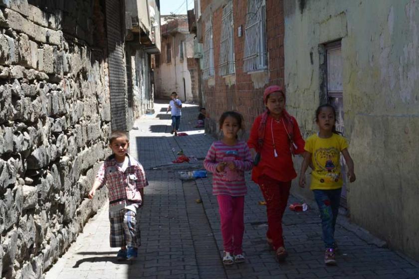 Diyarbakır Sur'da yıkımın gölgesinde buruk bayram