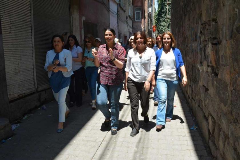 Sur'da kadınlardan bayramlaşma ve nöbet eylemi