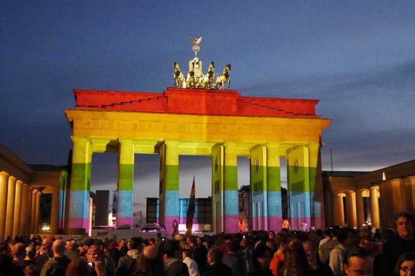 Almanya'dan eşcinsel evliliklere onay