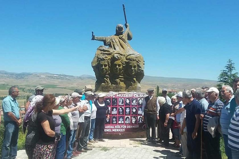 Sivas Katliamında yaşamını yitirenlerin mezarlarına ziyaret