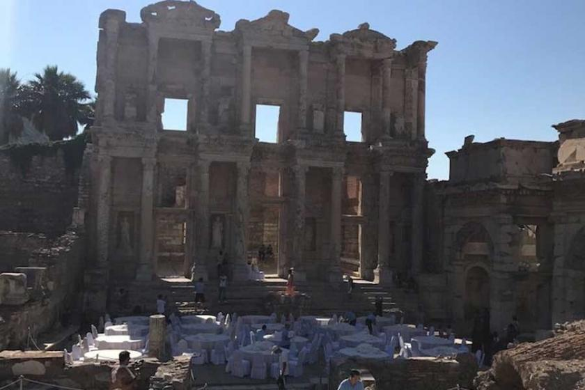 Efes'te yemek ya da  tarihin parayla satılması
