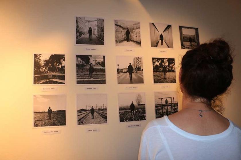 Suyun diğer yakasındaki mültecilerin sergisi